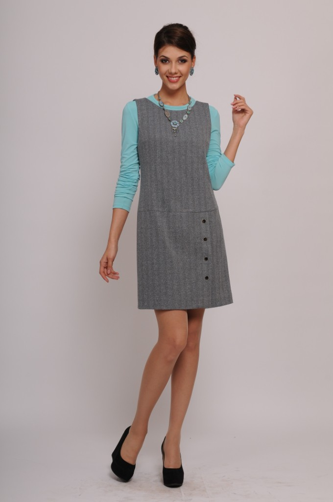 Модель является вариантом зимнего сарафана, который можно носить с трикотажными джемперами